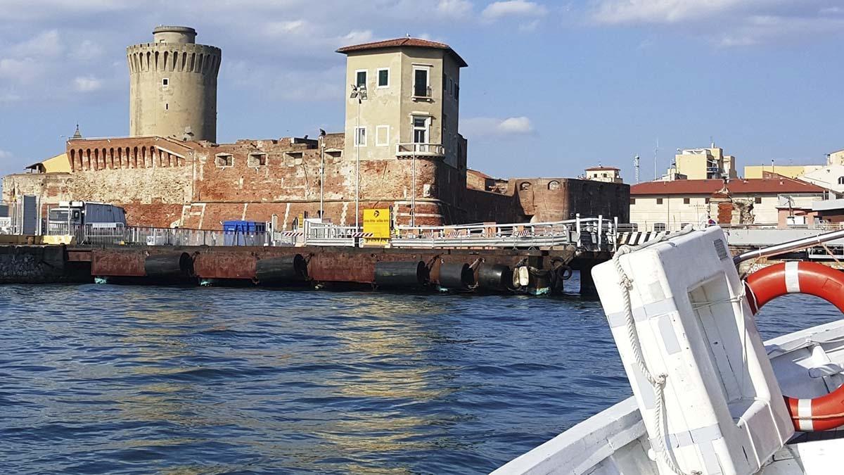 Лодочная экскурсия по кварталу Новая Венеция (фото 1)
