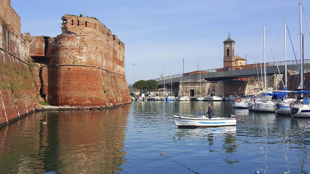 Лодочная экскурсия по кварталу Новая Венеция (фото 2)