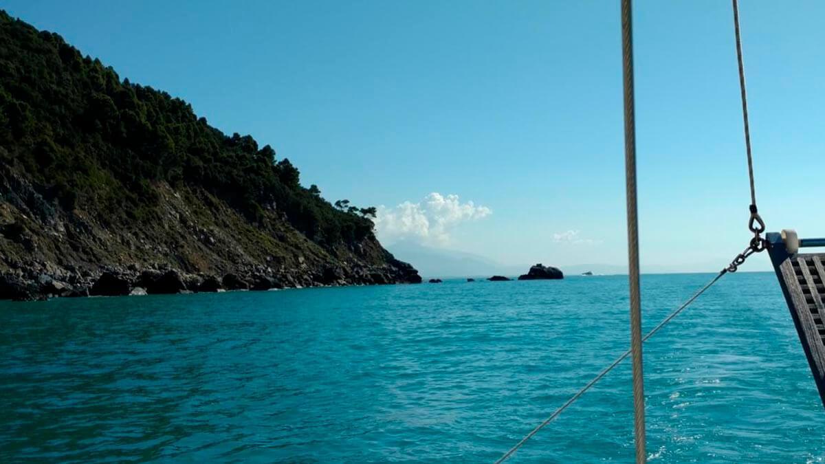 Морская прогулка вдоль побережья (фото 1)