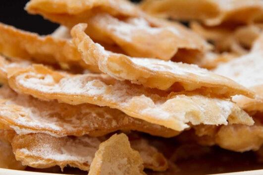 Типичные тосканские карнавальные сладости: Ченчи